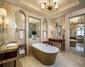 Executive Deluxe Room Bathroom